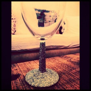 glam glitter wine glasses tutorial