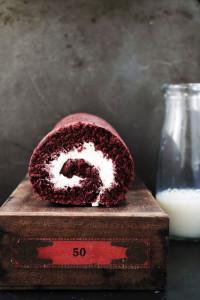 red velvet roulade / roll cake