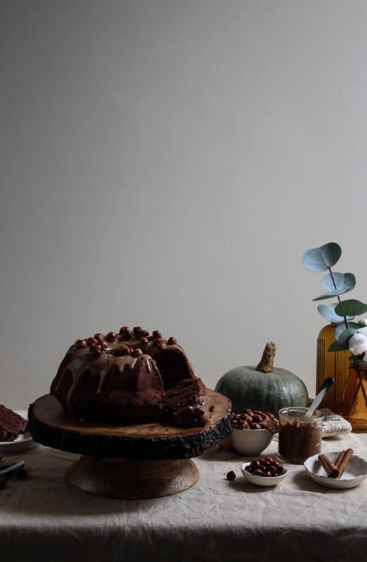 chocolate pumpkin cake with hazelnut praline frosting-1-4
