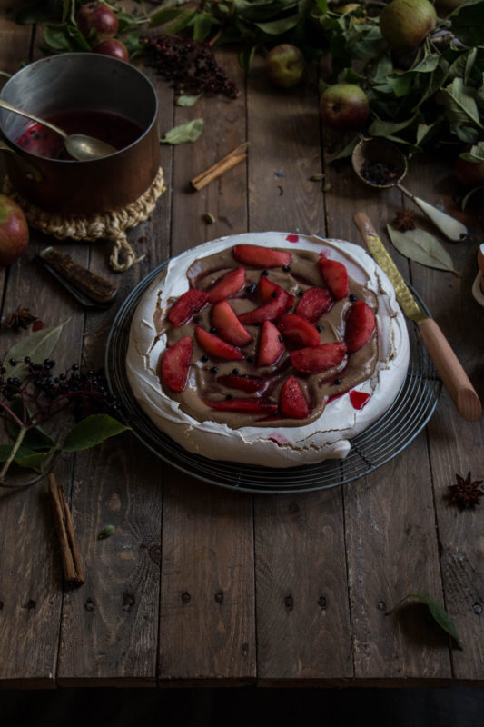 pavlova with apples and elderberries and chai custard-1-5