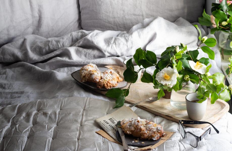 Almond croissants – Breakfast in bed